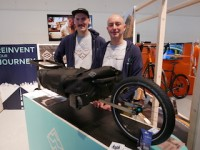 Sentier CEO & Founder Andrea Signoretto (links) sowie Operation- und Account-Manager Massimo Pegoretti mit »Bike Trolley«